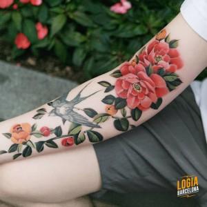 Tatuaje_flores_gorrion_Sion_Logia_Barcelona