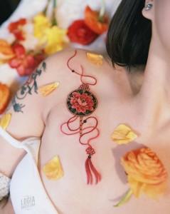 Tatuaje_pecho_abanico_redondo_Sion_Logia_Barcelona