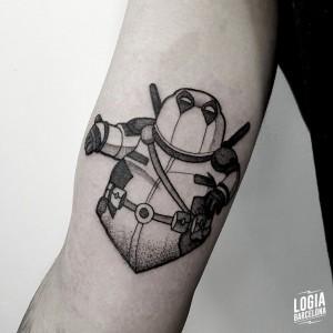 tatuaje_brazo_peter_griffin_deadpool_sulsu_logiabarcelona