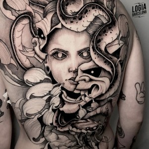 tatuaje_espalda_medusa_sulsu_logiabarcelona
