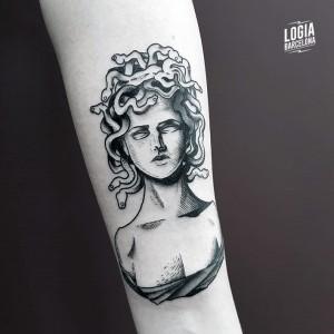 tatuaje_medusa_Logia_Barcelona_Blackwork_Sulsu