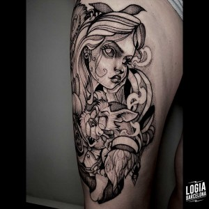 tatuaje_muslo_alicia_wonderland_logiabarcelona_sulsu