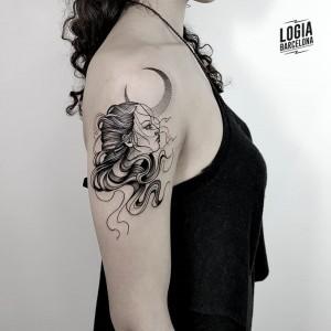 tatuaje_retrato_luna_Logia_Barcelona_Blackwork_Sulsu