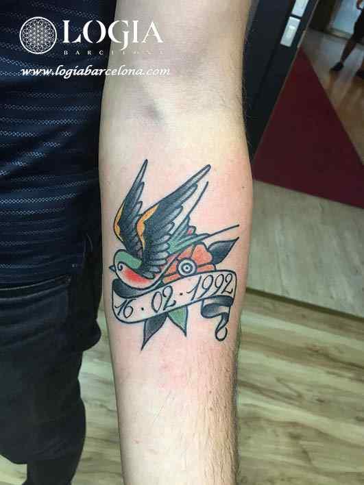 tatuaje golondrina con banda logia barcelona
