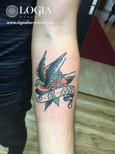 wallk-in tattoo golondrina
