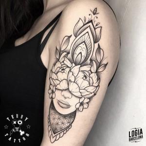 tatuaje_brazo_mujer_mandala_terry_logiabarcelona