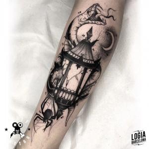 tatuaje_pierna_lampara_serpiente_terry_logiabarcelona