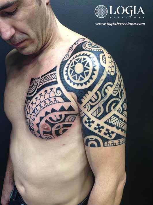 tatuaje-brazo-coverup-maori-Logia-Barcelona-Tevairai