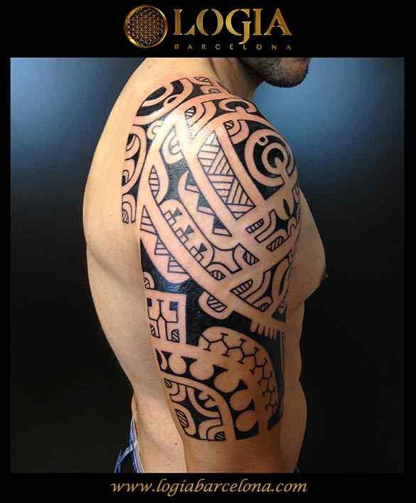 tatuaje-hombro-maori-Logia-Barcelona-Tevairai-05