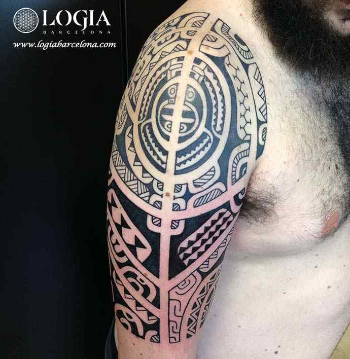 tatuaje-hombro-maori-Logia-Barcelona-Tevairai-06