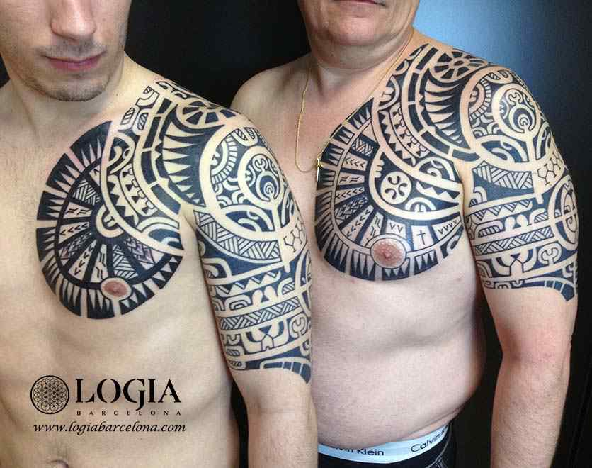 tatuaje-hombro-pareja-maori-Logia-Barcelona-Tevairai