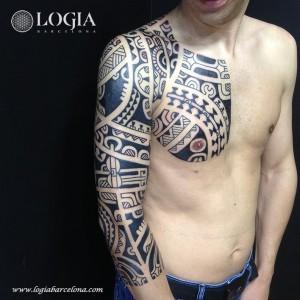 tatuaje-brazo-hombro-maori-Logia-Barcelona-Tevairai.pg_