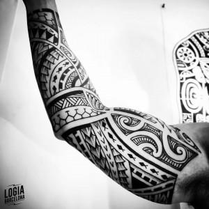 tatuaje_maori_antebrazo_biceps_logiabarcelona_teivairai