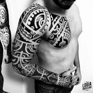 tatuaje_maori_brazo_pectoral_logiabarcelona_teivairai