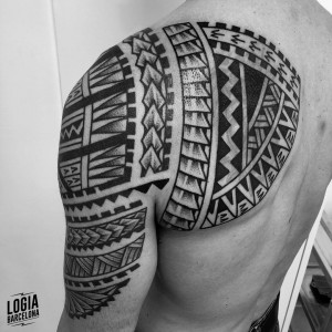tatuaje_maori_espalda_logiabarcelona_teivairai