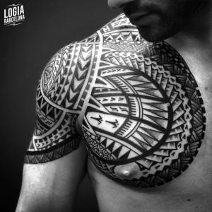 tatuaje_maori_hombro_pectoral_logiabarcelona_teivairai