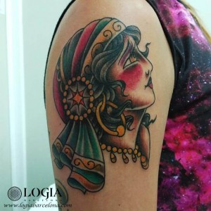 tatuaje-brazo-gitana-tradicional-tattoo-logia-barcelona-tokio