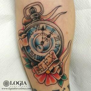 tatuaje-pierna-reloj-alex-tattoo-logia-barcelona-tokio
