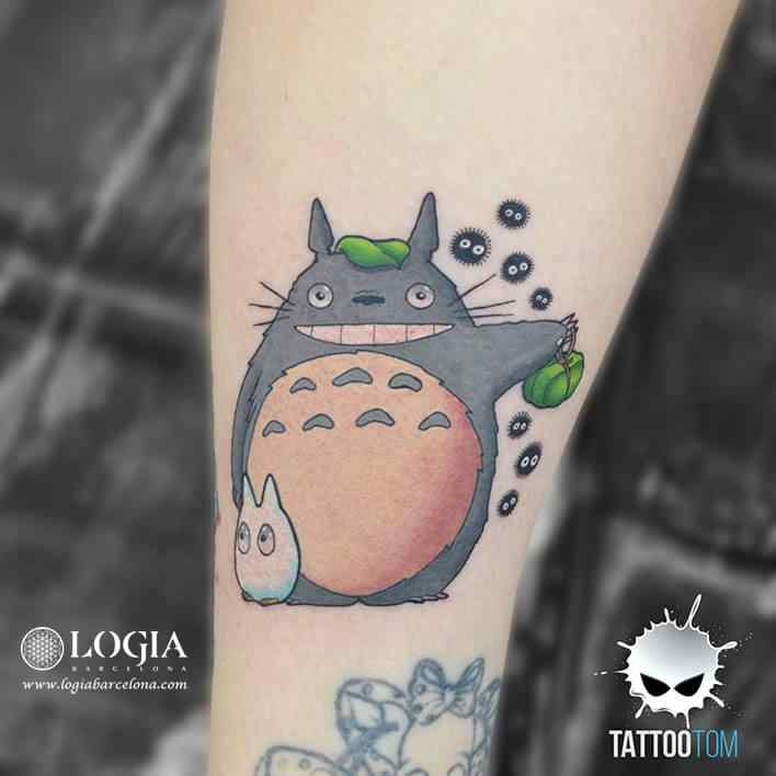 Tatuaje Totoro Tattoo Tom Logia Barcelona cartoon