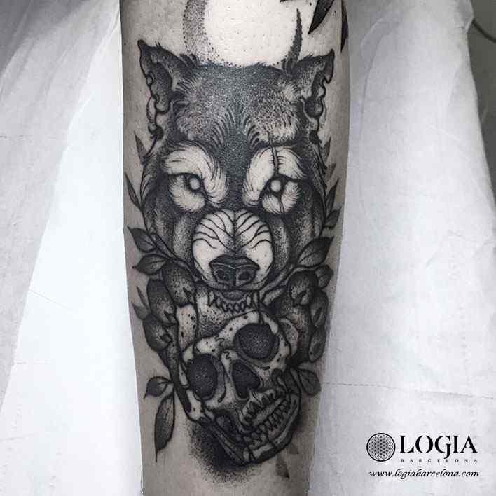 Trabajos uri torras logia tattoo for Calavera lobo