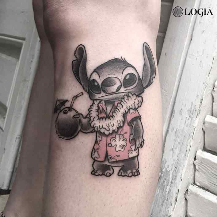 Tatuaje Stitch Hawaiano Logia Barcelona Victor Dalmau