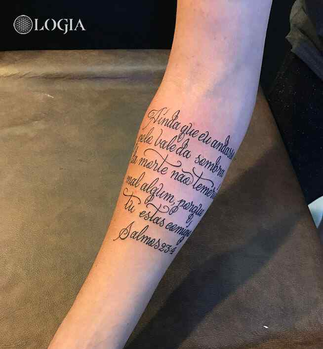 tatuaje lettering pulsera antebrazo logia barcelona