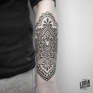 tatuaje_antebrazo_geometria_ornamental_Logia_Barcelona_Willian_Spindola