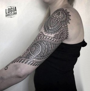 tatuaje_brazo_mandala_ornamental_Logia_Barcelona_Willian_Spindola