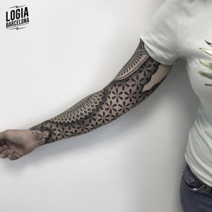tatuaje_brazo_ornamental_geometria_Logia_Barcelona_Willian_Spindola-2