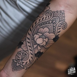tatuaje_brazo_ornamental_mandala_willian_spindola_logiabarcelona