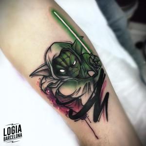 tatuaje_brazo_yoda_starwars_logia_barcelona_yeik