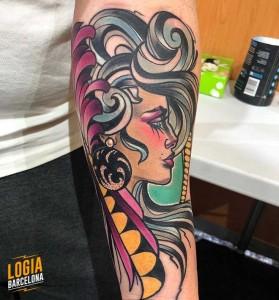 tatuaje_chica_peinado__brazo_yer_tattoo_logia_barcelona