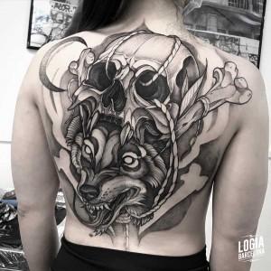 tatuaje_espalda_calavera_lobo_logiabarcelona_javier_jas