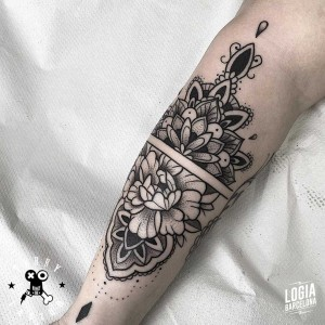 tatuaje_pierna_mandala_logia_barcelona_terry