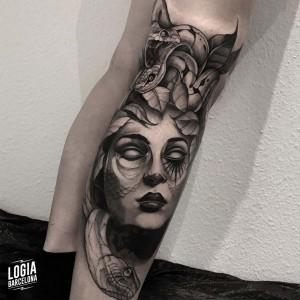 tatuaje_pierna_medusa_serpientes_logiabarcelona_javier_jas