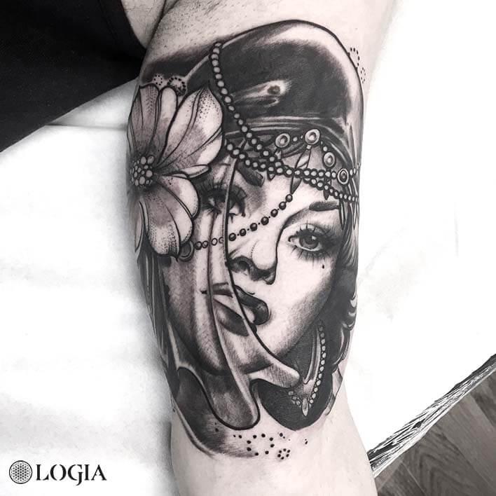 tatuaje-brazo-mujer-flor-logia-barcelona-zoen