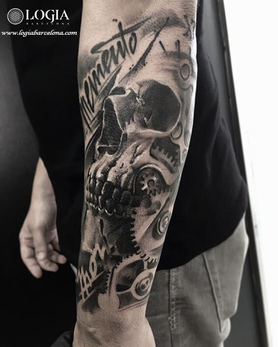tatuaje-calavera-memento-brazo-logia-barcelona-zoen