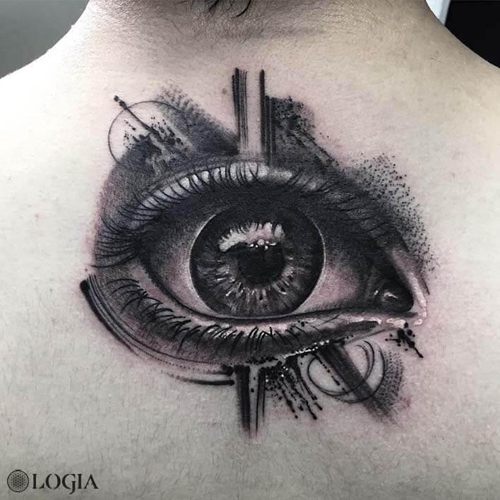 tatuaje-espalda-ojo-logia-barcelona-zoen