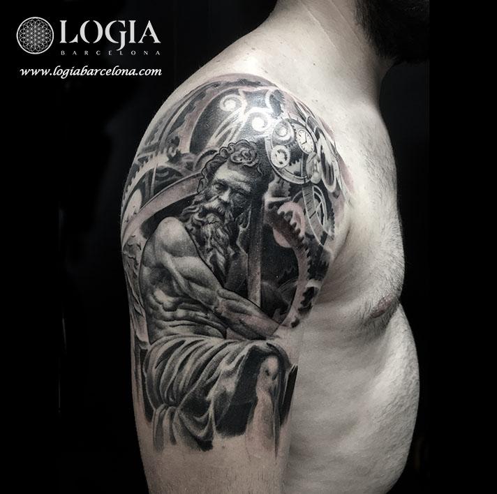 tatuaje-hombro-escultura-logia-barcelona-Zoen