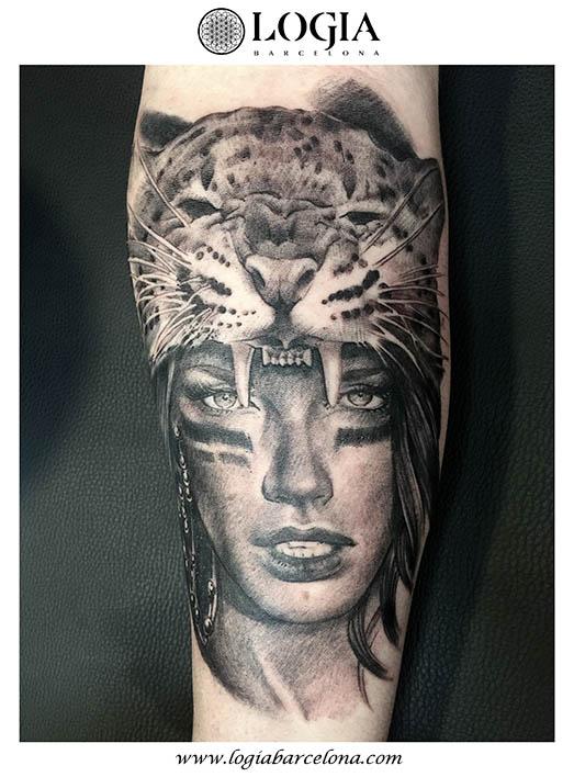 tatuaje-mujer-logia-barcelona-Zoen