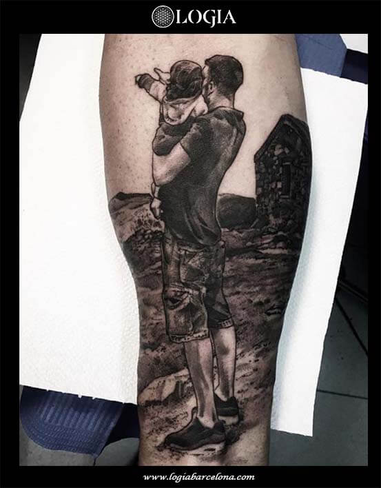 tatuaje-pierna-familia-padre-hija-logia-barcelona-zoen