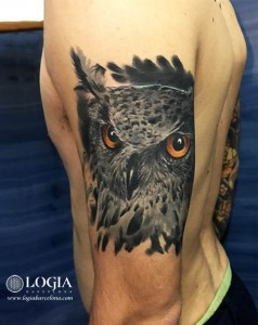 tatuaje-buho-brazo-logia-barcelona-Zoen