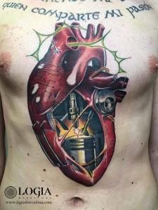tatuaje-corazón-pecho-logia-barcelona-Zoen