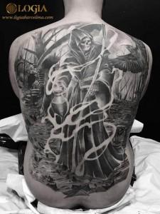tatuaje-espalda-muerte-camino-logia-barcelona-zoen