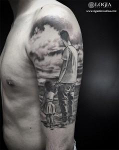 tatuaje-familia-padre-hija-retrato-brazo-logia-barcelona-zoen