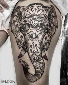tatuaje-muslo-pierna-elefante-mandala-logia-barcelona-zoen